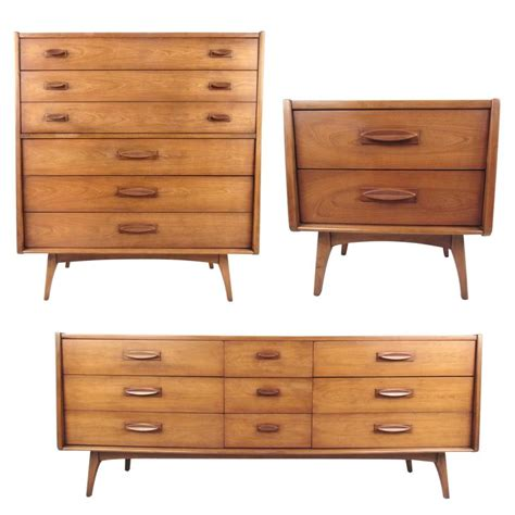 mid century bedroom furniture mid century modern three piece bedroom set for sale at 1stdibs