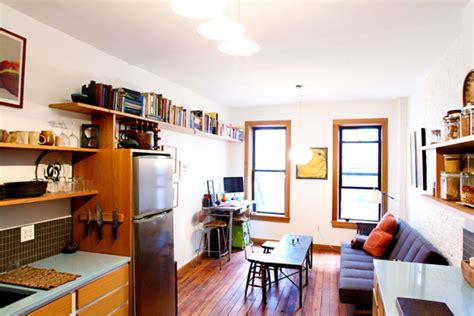 lauren s tiny 400 square foot cozy apartment green tour
