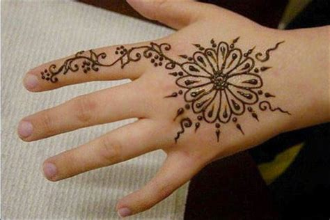 9 smashing amp simple mehndi designs for kids