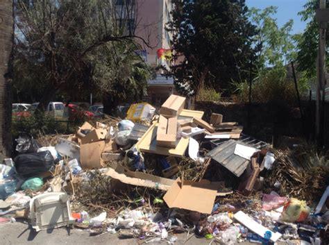 ufficio igiene palermo palermo montagna di rifiuti in piazza bellissima