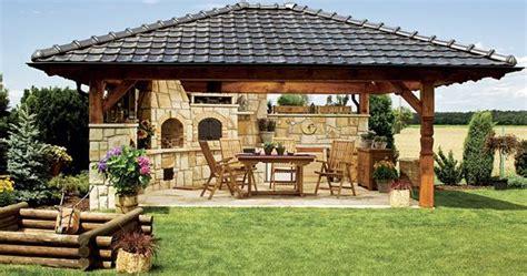 outdoor patio kitchen fotogalerie letn 237 kuchyně byla postavena z labsk 233 ho p 237 skovce zahrada