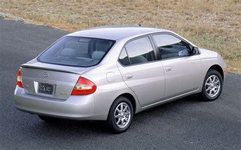 Toyota Prius 2001 2001 Toyota Prius Rear Three Quarter Photo 3