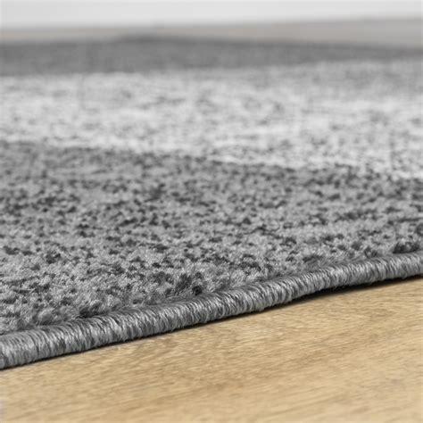 teppich grau braun teppich f 252 r das wohnzimmer kariert modern grau schwarz