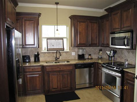 Wood Stain Kitchen Cabinets by The 25 Best Cabinet Stain Ideas On Pinterest Staining