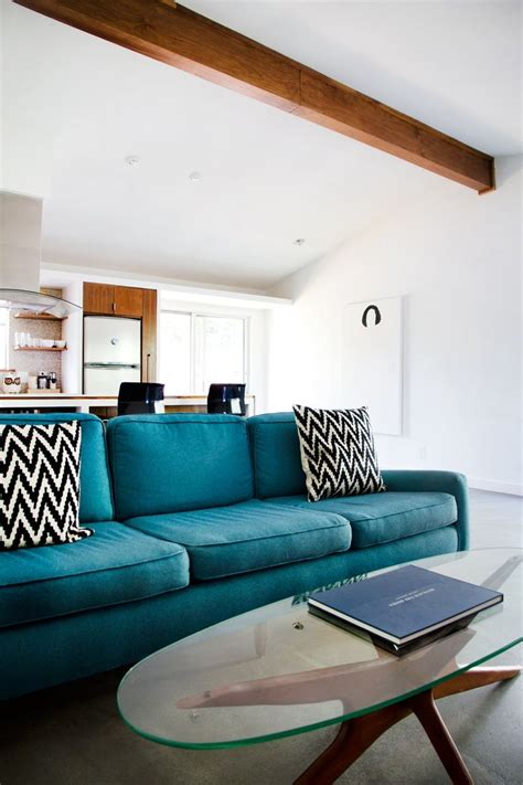 teal couch living room best 25 teal sofa ideas on pinterest teal sofa