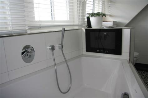 Tv Im Badezimmer fernseher f 252 r das badezimmer neuesbad magazin