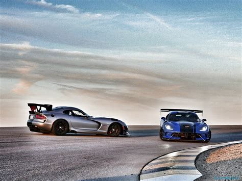 2016 dodge viper acr review snakes on a track slashgear 2016 dodge viper acr review snakes on a track slashgear