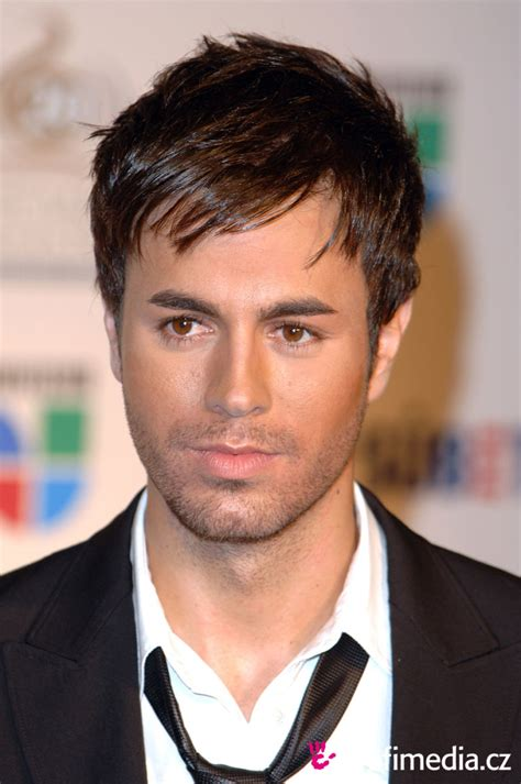 famous men with oval faces who s game for reading this enrique iglesias new