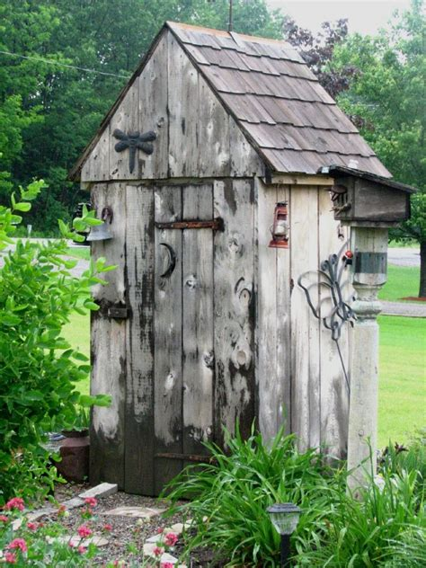 cute shed     chcken coop   outhouse