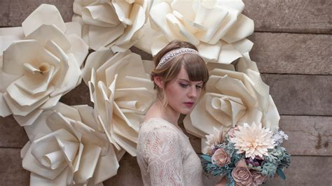 How To Make Paper Flowers Wedding - 6 gorgeous ways to use diy paper flowers for your wedding