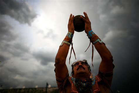 imagenes de los mayas jugando pelota el juego de la vida el juego de pelota maya quot pok ta pok