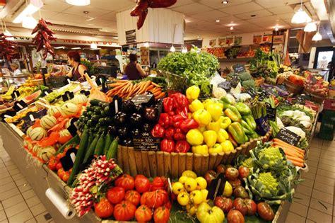 y fruit et legume file fruits et l 233 gumes aux halles jpg wikimedia commons