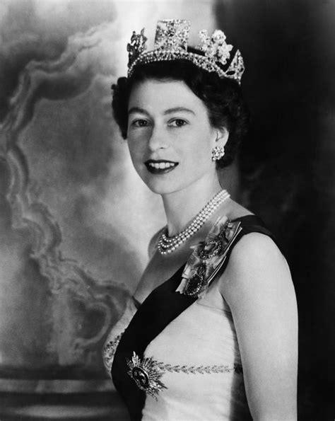 Queen Elizabeth by British Royalty Queen Elizabeth Ii By Everett