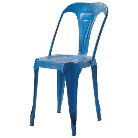 chaise bleue chaise indus en m 233 tal bleue multipl s maisons du monde
