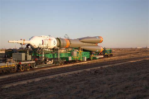 photos early morning rollout of soyuz rocket soyuz ms