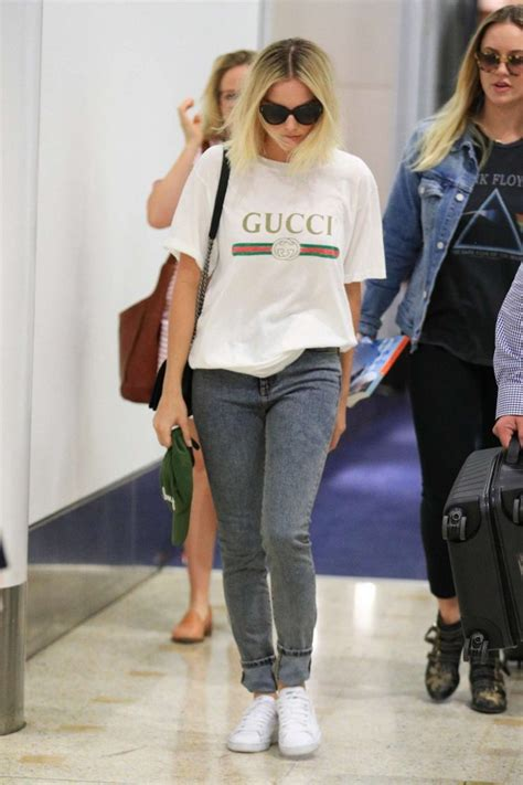margot robbie in jeans margot robbie in jeans 16 gotceleb