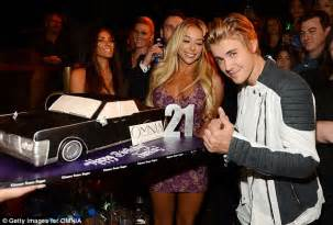 Justin Bieber Has The Girls Screaming As He Celebrates His St In Vegas Daily Mail Online