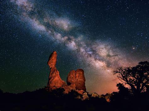 night sky stars milky  desert bryce canyon national