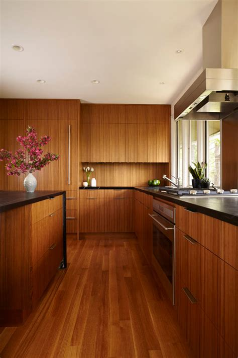 what color is best for laminate flooring for dark cabinets