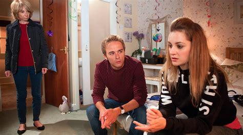 Paula Still Explaining Simon Chimes In by Preview Pictures Mon 9 Nov Fri 13 Nov Episode