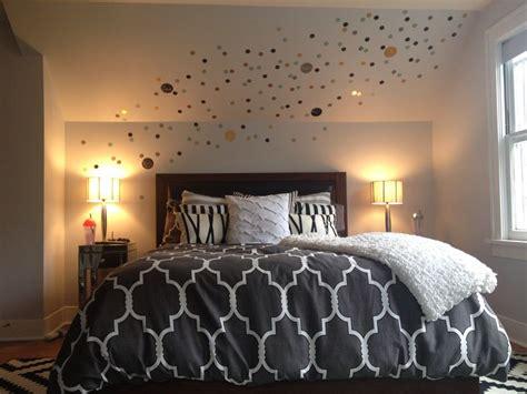 decorating bedrooms  wall decals