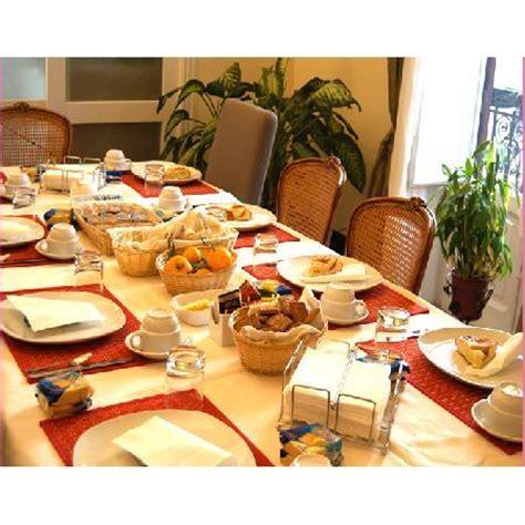tavola inbandita tavola imbandita per la colazione foto di bed and