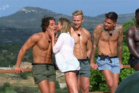 how long is celebrity love island on for love island contestants real jobs exposed as itv2 stars