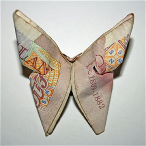 Ten Pound Note Origami - gender pay gap reporting what gets measured gets done