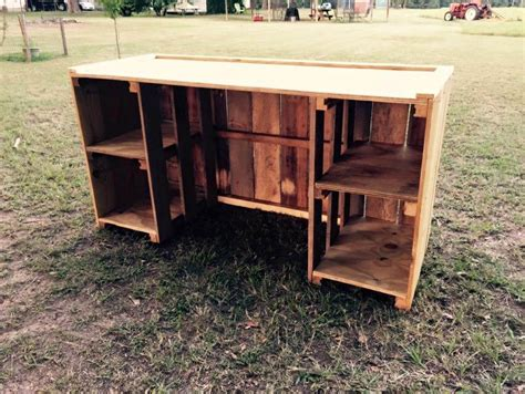 Desk Made Out Of Pallets by Diy Pallet Desk With Style Shelves