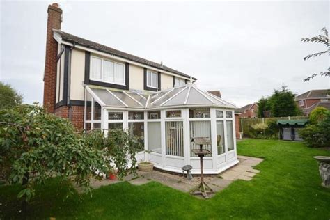 bedroom detached house  sale  poppy drive