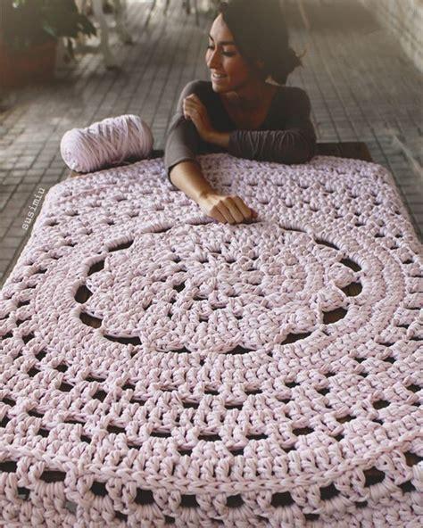 alfombra de trapillo modelo flor central en rosa palo trapillo ganchillo ganchillo xxl