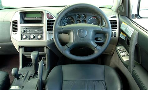 mitsubishi shogun interior mitsubishi shogun station wagon review 2000 2006 parkers