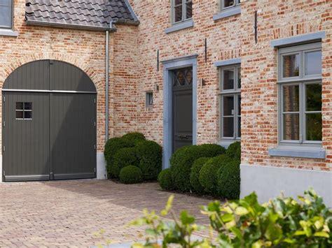 tuinhuis wit met grijze deuren 17 beste idee 235 n over zwarte luiken op pinterest huis