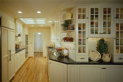 Galley Kitchen Designs With White Cabinets by Gallery Kitchen Design With Special Room Decor Traba Homes