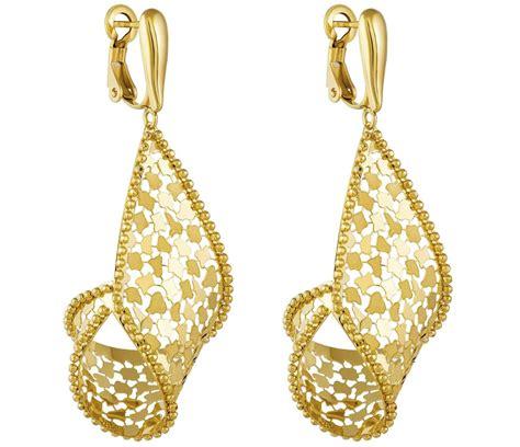 a really helpful guide to buy earrings for sensitive ears - Buy Earrings