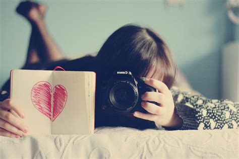 camera lover wallpaper girl with canon camera wallpapers and images wallpapers