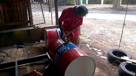 Sofa Drum Bekas proses awal pembuatan kursi sofa dari drum bekas