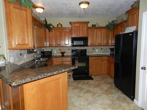 Granite Countertops With Black Appliances by Kitchens With Oak Cabinets With Black Appliances And