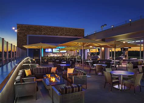 top golf bar photos videos and virtual tours topgolf
