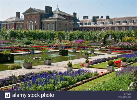 kensington gardens kensington palace from the sunken garden kensington