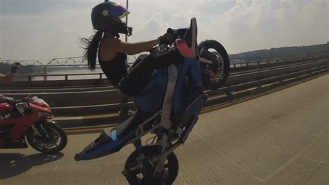 Kaos Harley Davidson 21 40 motorcycle stunts beautiful wheelies