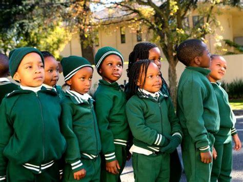 Kupluk Anak Afika 15 seragam sekolah paling keren dari seluruh dunia unik