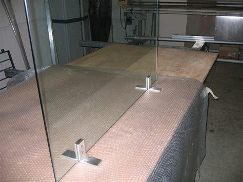 supporti per mensole in vetro parascintille in vetro extrachiaro con supporti in acciaio