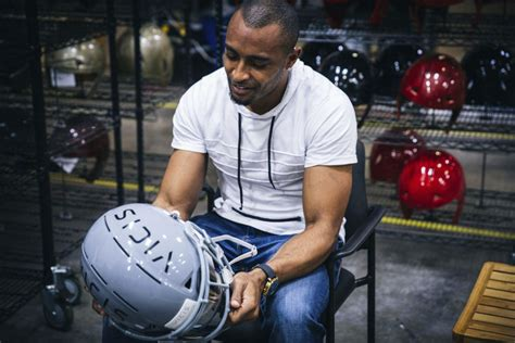 vicis zero1 american football helmets could revolutionize nfl s new zero 1 helmet could reduce brain injuries