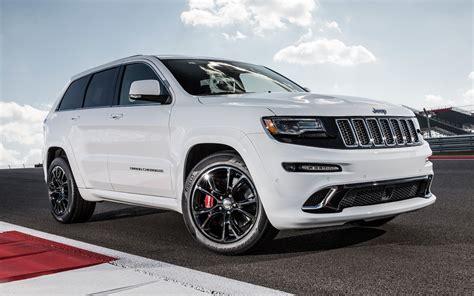 jeep grand srt 2014 jeep grand srt track drive motor trend