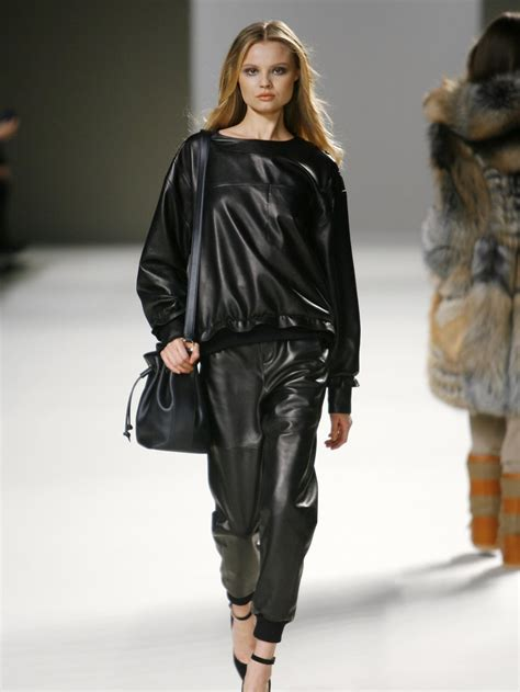 Fashion Leather leather wearing in a chic way 隨性典雅的皮製服飾