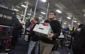 Best Buy Background Check Brawls And Arrests On Gray Thursday Overshadow Black Friday Daily Mail