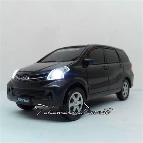 Miniatur Mobil Daihatsu Xenia Miniatur Pajangan Harga Murah jual daihatsu xenia warna hitam miniatur mobil jual tokomoro tokomoro