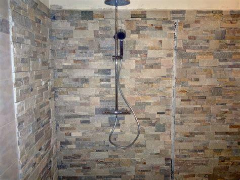 come mettere le piastrelle al muro foto posa pietre decorative su pareti e angolo doccia di