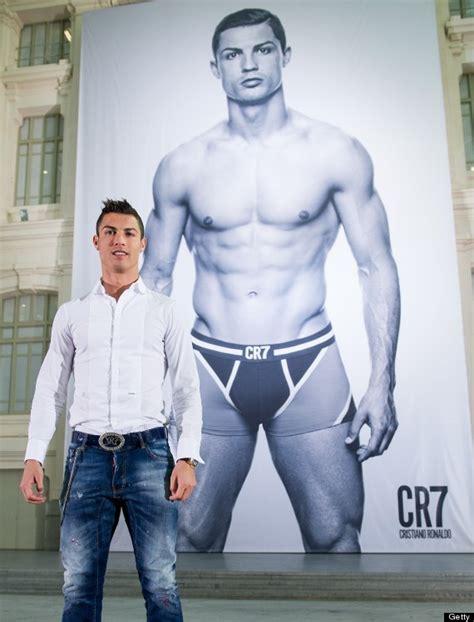 Cristiano Ronaldo By Buku Gaul クリスティアーノ ロナウド 鍛え抜かれた裸体を vogue で披露 画像